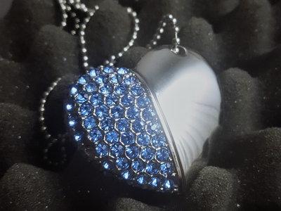MONDLIXHT - Eisblaues USB-Herz